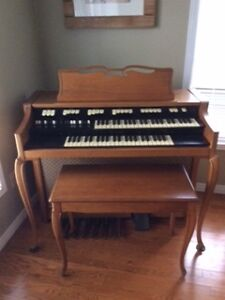 Hammond M-100 organ - flawless!