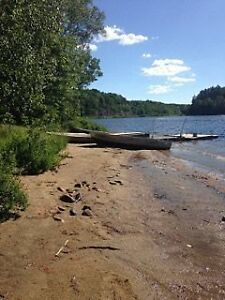 MUSKOKA 3 BEDROOM at the edge of the lake for $800 (paved road)