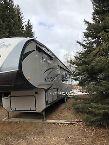 Fully loaded 37' Bunk house Fifthwheel