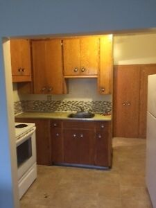 $650 - 1 Bedroom Apt, Convenient Location, heat/water incl