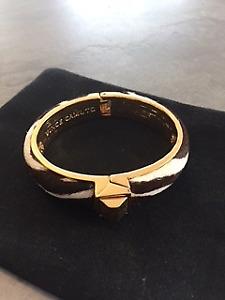 Bracelet Vince Camuto motifs zébrés