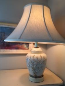 Lampes en verre (2), lampe en verre bleues, lampe en verre beige