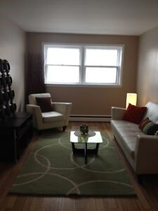 FALL SPECIAL - BRIGHT GROUND FLOOR 2 BEDROOM APARTMENT!
