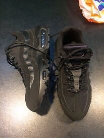 Black Nike Air max 95 size 7 wore once selling for £80 as dont really like them on me.