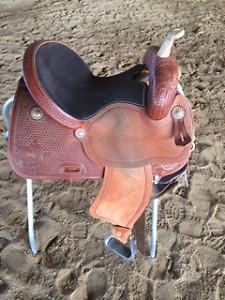 "15"" Rawhide Dee Butterfield Barrel Saddle - Very comfortable!!!"