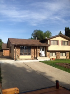 Large Furnashed 2 Bdrm Suite Sherwood Park Utilities Included !!