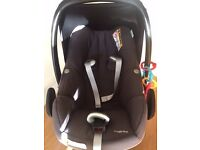 Maxi Cosi Pebble Plus Car Seat with New born insert UNDER WARRANTY! Excellent Condition