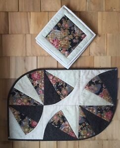 TABLE CENTER AND POT HOLDERS