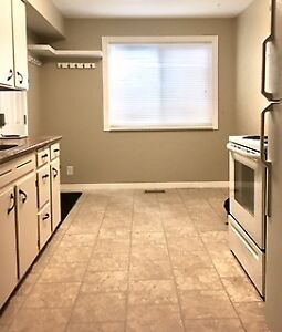 Duplex 2bdrm, 5 min from UHNBC for MAY 1 $1100