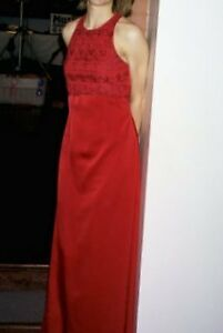 Robe de bal demoiselle d'honneur rouge red gown bridesmaid dress