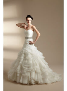 **CLEARANCE - NEW SIZE 8, A-LINE, RUFFLE WEDDING GOWN