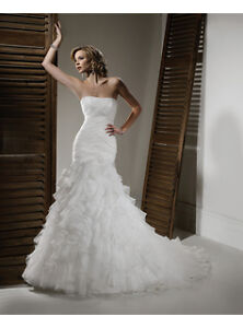 CLEARANCE ** NEW, SZ 6, TRUMPET STYLE WEDDING GOWN