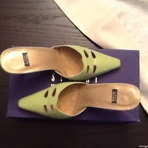Stuart Weitzman size 7 1/2 shoe