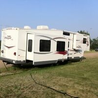 2006 PROWLER REGAL AX6 EXTREME EDITION 5th WHEEL