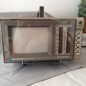 GE Vintage Spacemaker AM FM/Colour TV - Portable Kitchener / Waterloo Kitchener Area image 3