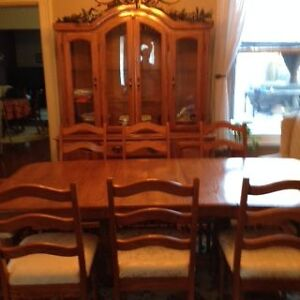 Solid oak dining room set buffet and hutch table and eight chair Peterborough Peterborough Area image 2