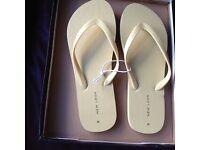 Women's yellow New Look flip flops - size M (EU 39 / UK 6)