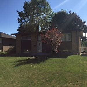 FANSHAWE COLLEGE GEM  - 5 BEDROOMS  -  STEPS AWAY