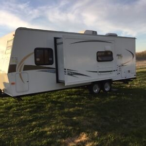 travel trailer flagstaff 25ks  perfect for two, can accomodate 4