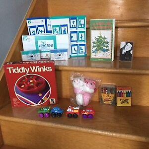 Jeux, jouets, bibelots, chapeaux décos, puzzles, etc