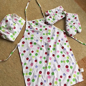 Sassafras child's apron, chef hat and insulated oven mitts