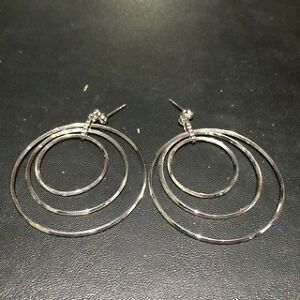 Silver circles pierced earrings * EXCELLENT CONDITION *
