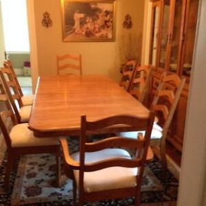 Solid oak dining room set buffet and hutch table and eight chair Peterborough Peterborough Area image 3