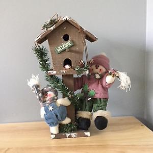 Maison d'oiseaux déco, lumières et décorations de Noël