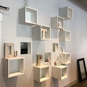 Cube présentoir mural