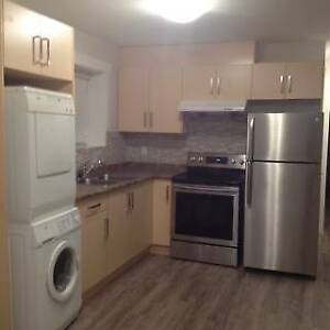 NEWLY FURBISHED 2Bed suite 2min walk Mall,Park School, Bus,Trail