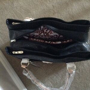 Guess Travel Bag / Purse /Briefcase Kitchener / Waterloo Kitchener Area image 2