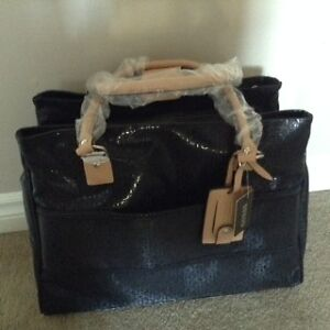 Guess Travel Bag / Purse /Briefcase Kitchener / Waterloo Kitchener Area image 3