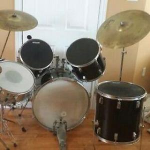 Drum set with cymbols