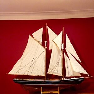 Voilier Bluenose grand modèle / Large Model Bluenose Sailboat