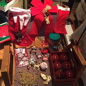 Décorations de Noël et maison d'oiseaux décorative en bois