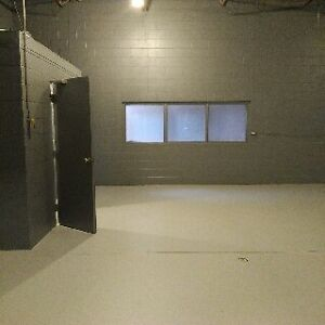 Lease / Rent Industrial Unit in Lindsay Ontario - $850.00 + hst