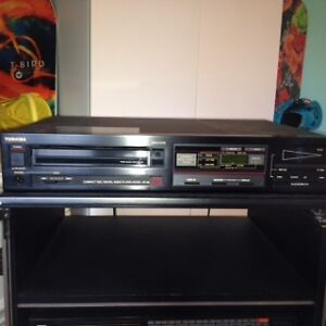 Stereo Systen in Cabinet