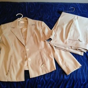 WOMEN'S BUSINESS PANT SUITS