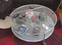 TABLE DE SALON IKEA EN VERRE ET VERRE GIVRÉ : $40