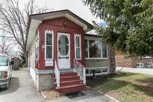 3 bdr- Bungalow with large lot in Good Brampton location!@@@