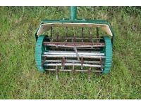 Manual lawn aerator