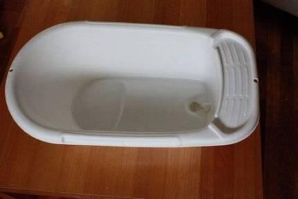 White Bath Tub Glenwood Blacktown Area Preview