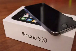 iPhone 5s 16GB  $185; iPhone 5s 16GB unlocked  $235,comme neuf