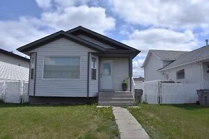 Pet Friendly, 3 bed, 2 bath house by Eastlink Centre
