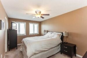 Spacious Three Bedroom House In Richmond Hill $2200/Month