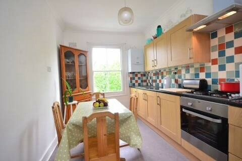 Nice single room in Kensington ideal for students or young professionals( Minutes Walk from tube )