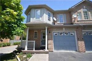 BRIGHT & SUNNY 3 BEDROOMS 3 WR CORNER TOWNHOUSE IN BRAMPTON