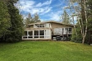 Cottage for sale in Muskoka. Beautiful lake front cottage ! !