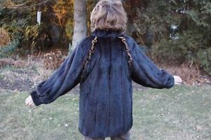 Classic Woman's Mink Jacket Imported from Germany West Island Greater Montréal image 3