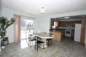 Bradford - 4-Bedrooms Beatifull and Spacious Detached House